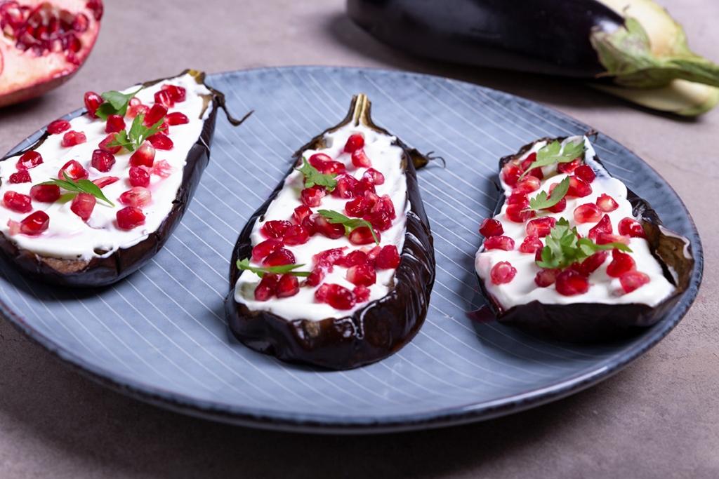 lekker gezond! aubergine met granaatappel uit de oven - gkazas olijfolie